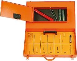 Meisterschablone für Bleistift mit Koffer und Schreibzeug